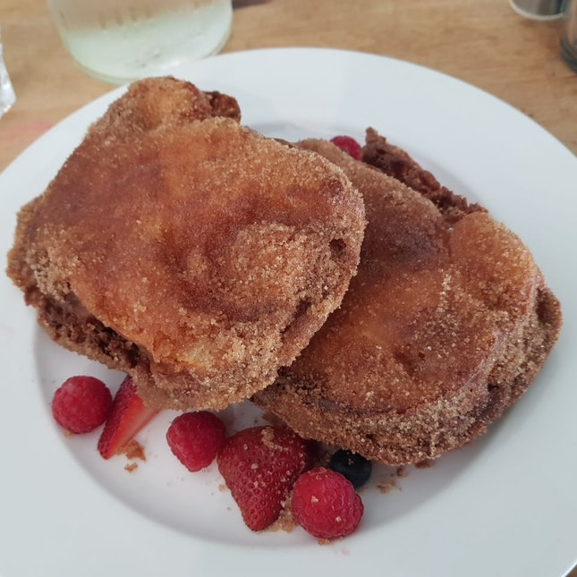 Fabulously Fluffy French toast With Berries