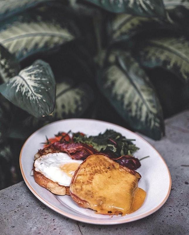 The Big B - homemade hash brown, fried egg, crispy bacon, cheddar cheese, fluffy brioche!
