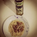 Irritating sister pestered me to cook Aglio Olio for her in the midst of my work #whenmummisnothome #dinner