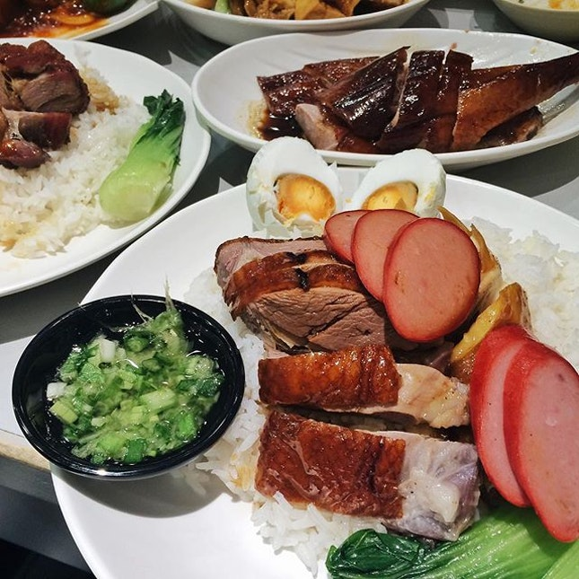 Sham Tseng's Four Treasure Rice 深井烧鹅四宝饭 (HKD60) comes with assorted meats (roast goose, soy sauce chicken, sausage), salted egg and scallion sauce over a pillowy bed of rice!!