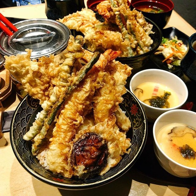 Made myself hungry in the middle of the night 🤤🤤 • Had the vegetables tendon eons ago (which was also so good leh omg) when Ginza Tendon Itsuki first opened but finally finally finally came back for the Special Tendon ($13.90) 😍😭 - comes with 2pc chicken, 2 prawns, tempura half-boiled egg(!!) and 4pcs veggies including pumpkin.