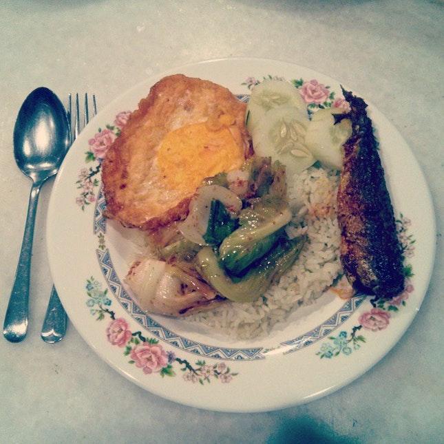 Sinful meal on Friday Night, Nasi Lemak 🍴😁 #friday #sinfulmeal #vscomalaysia #potd #foodporn #bmcphotography