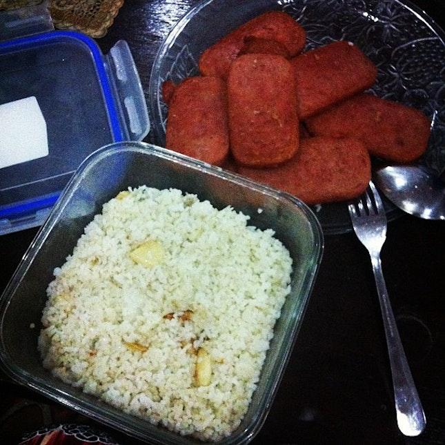 dinner sa dorm with @hannahcortez #dinner #spam #garlic rice