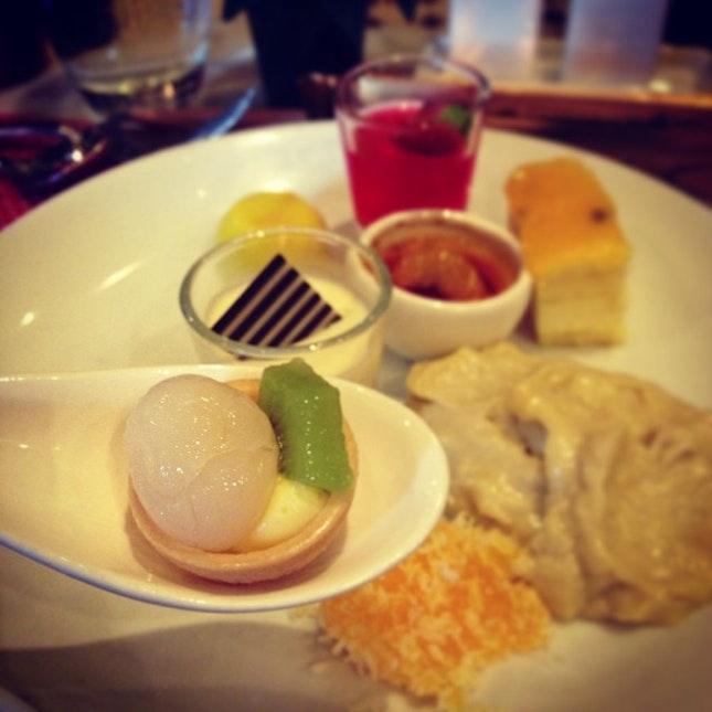 So fullllll nomz nomz #dessert #buffet