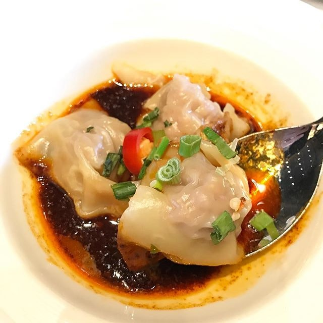 We always thought that Szechuan cuisine spells spiciness but we were proven wrong with these dumplings.