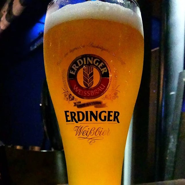 Was errantly lured into this resto-bar by The Entertainer (the restaurant is no longer offering 1-for-1), but the #beer is still cheap and the ambience chill.