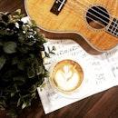Trying to impress Jason Mraz here 😁 #ukulele #ukulelemovement #latte #caffeine #coffeetime #relax #farrerpark #burpple #cozy #VSCOcam #vsco #sunday