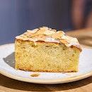 Lemon Lavender #Cake from #SundayFolks.