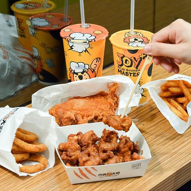 Best cheat day meal recently - I've been reminiscing my Angel Fried Chicken from Kaohsiung so much, finally now I can find a rather close substitute to it❤️ My picks will be the Running Jimbo ($4.80, add $1.20 for a drink or $2.80 for a drink and onion rings!) which was super juicy and tender fried chicken thigh.