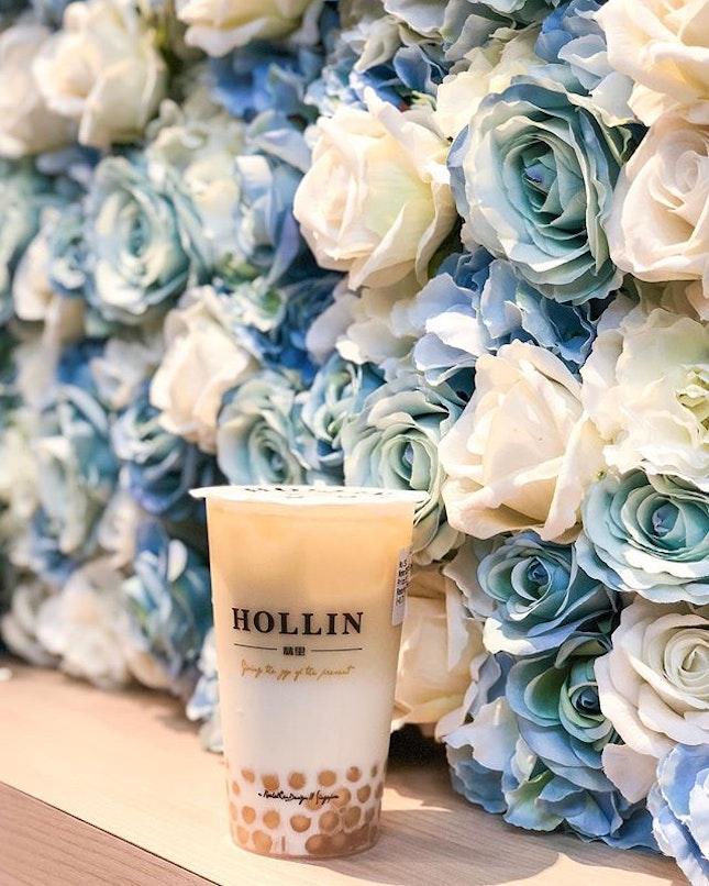 HOLLIN Green Tea Latte (M- $3.20 + $0.70 pearls).