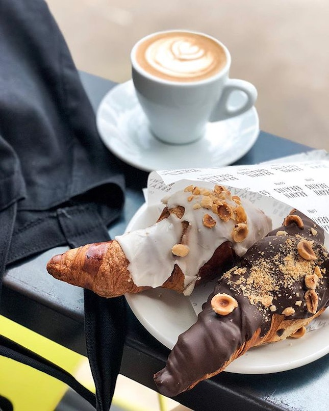 My idea of a relaxing Saturday 😎  Finally trying both croissants @brawn_and_brains, my favourite is still the earl grey one for a more refreshing flavour.