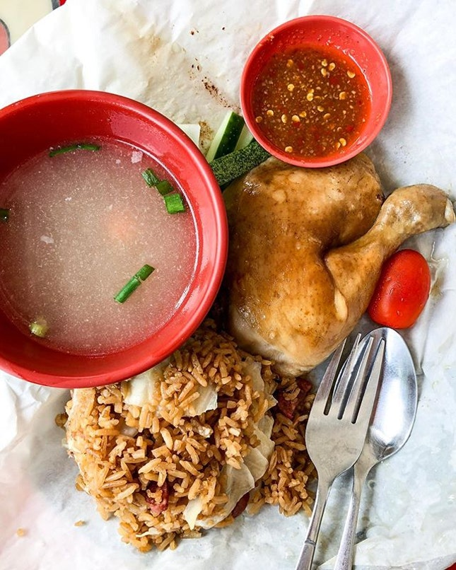 Always, always in a dilemma when it comes to ordering at Lam's Kitchen - Salted Baked Chicken Rice or their Bak Chor Mee?