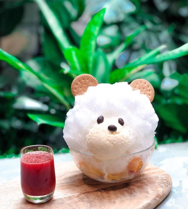 Seriously un-bear-ably hot Monday 🐻☀️ Trying my best to stay indoor with this cutest ice bear from @baristartcoffee_sg.
