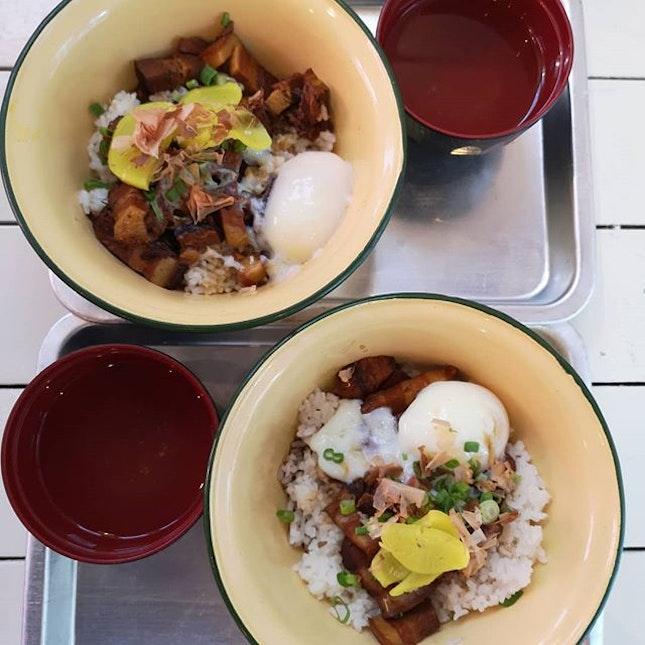 Lor bak rice bowl.