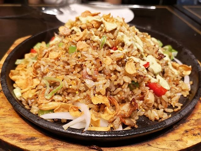 Sizzling garlic fried rice and garlic snowing pizza.