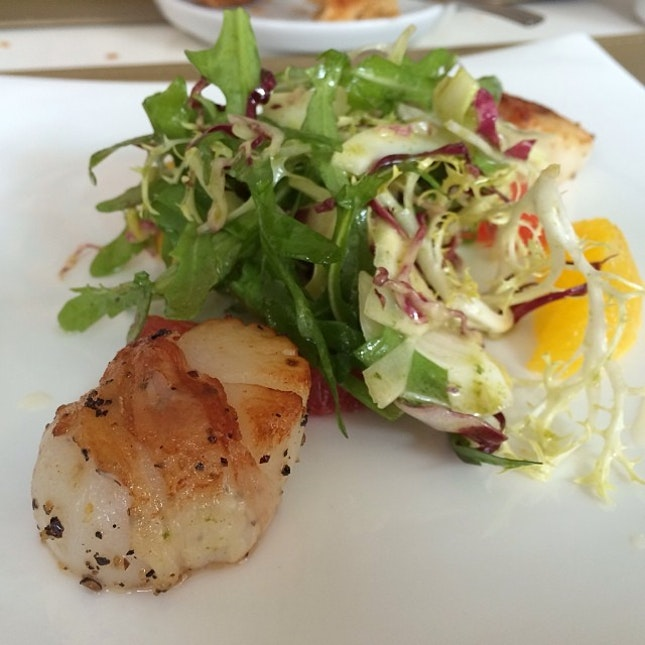 Pan seared scallops with Parma ham