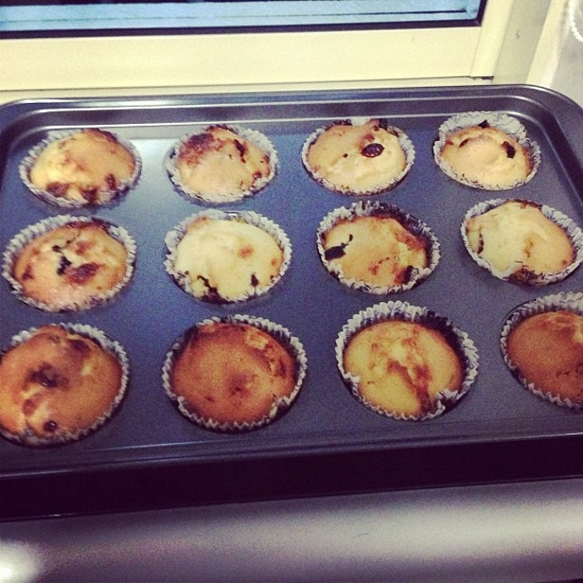 Freshly baked Muffins made by my Mum👍😋 #instagood#muffins#raisin#delicious#yummy#jioyoumaybe#lol