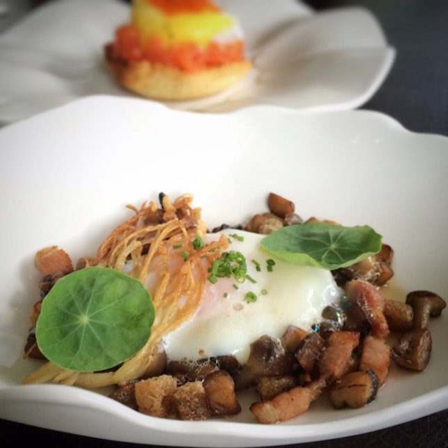 62 Degree Farm Egg, Fricassee Of Mushroom, Smoked Bacon, Croutons, Poultry Emulsion