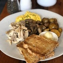 Customise brunch featuring toast, scramble egg, baked baby pototoes, mushroom and chicken!