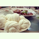 Glorious steam buns made even perfect if there's sauce from chili crab.