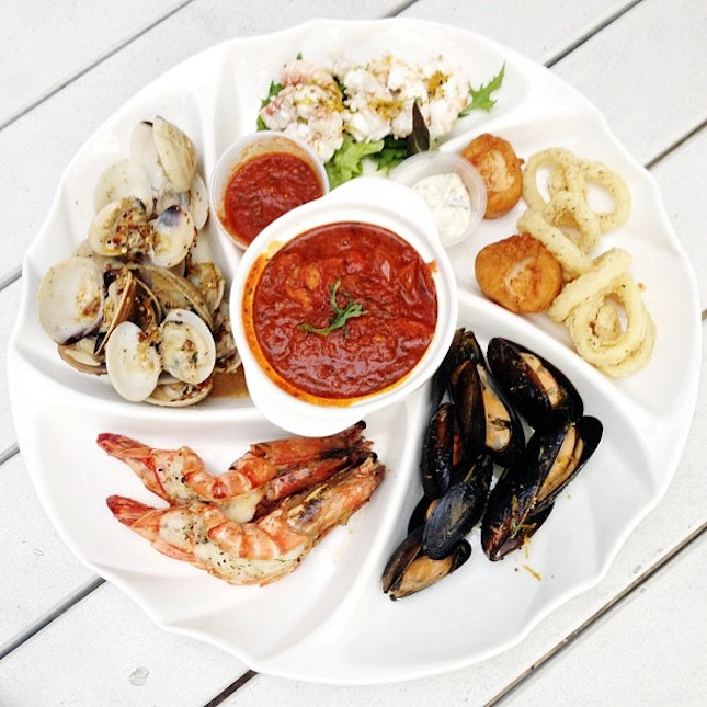 Seafood platter for 2 - chilled crayfish, marinated mussels, chilli clams, fish stew, grilled tiger prawns, deep fried scallops and calamari @ Coastes, Sentosa