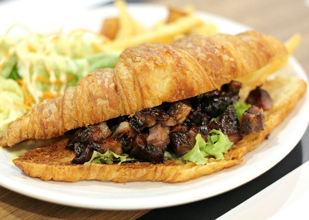 Cozy Cafe serving Delicious HK Favourites