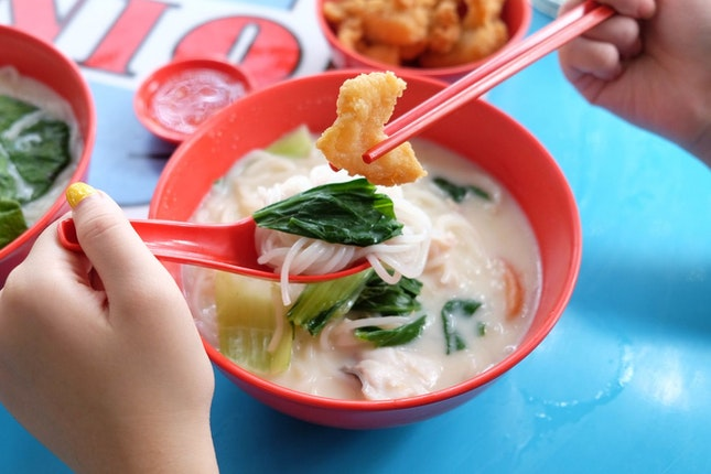 Must-Try Fish Soup in Hidden Coffee Shop!