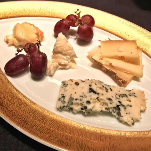 Le Chariot des fromages (Cheese trolley)
