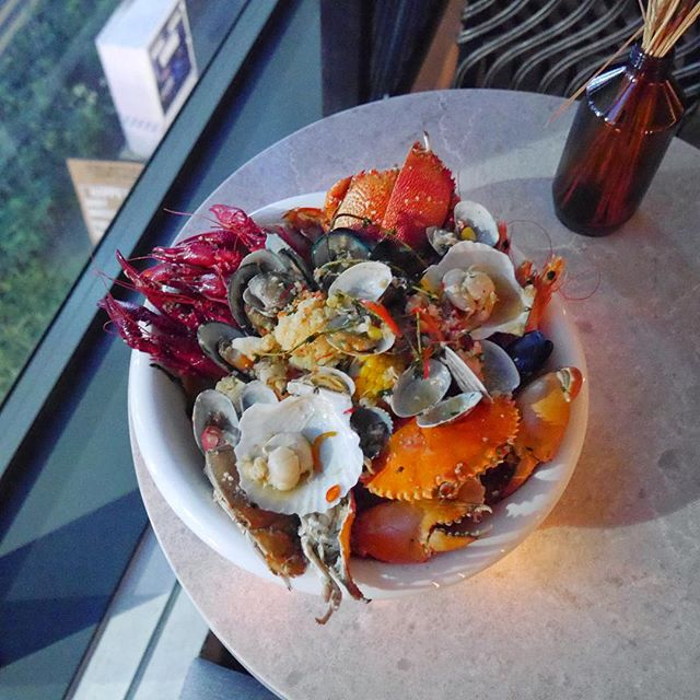 Pot Socialite [$80++] Seafood pot that can be shared with 2 to 3 friends!