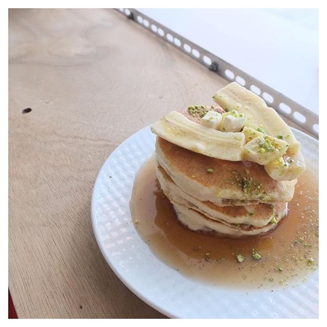 Waking up too early / Maybe we can sleep in / making banana pancakes / pretend like it's the weekend now / and we can pretend it all the time 🎧  Rainy weather & banana pancakes definitely goes together, especially with this song that sets the mood for it.