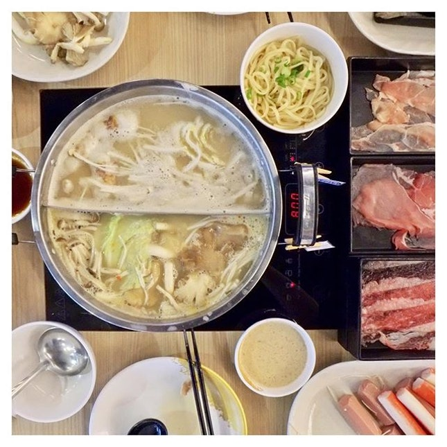 This rainy December season is the perfect excuse to grab a few friends & enjoy a hot pipping pot at Danro Japanese Hotpot ($15.90++ for lunch & $24.90++ for dinner on weekdays & $24.90++ for weekends & PH)!