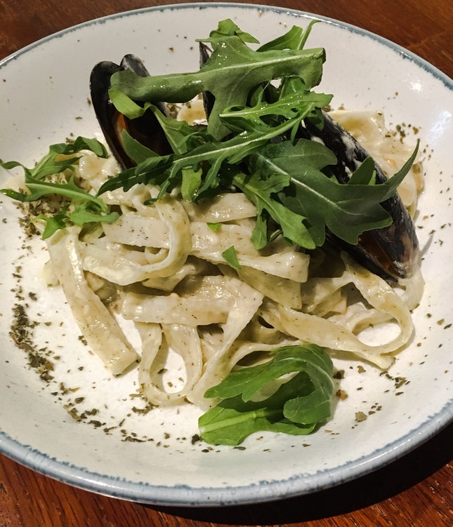 Lemon & Dill Fettuccine, Alfredo Sauce, Extra Virgin Olive Oil, White Wine Vinegar Mussels
