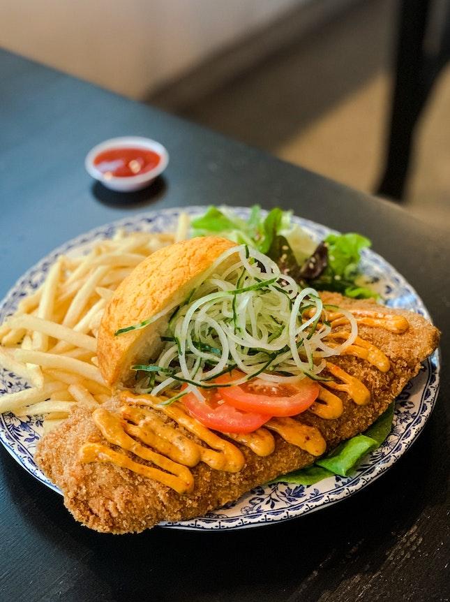 Masala Breaded Fish Bolo Burger