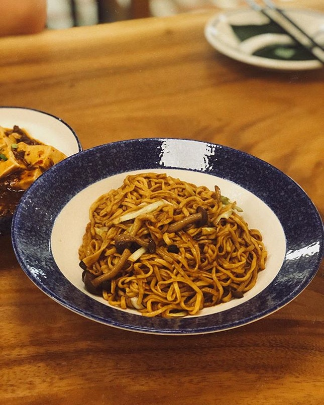 This bowl of ee fu noodles is officially eelected the best ee fu noodles we've tasted so far!
