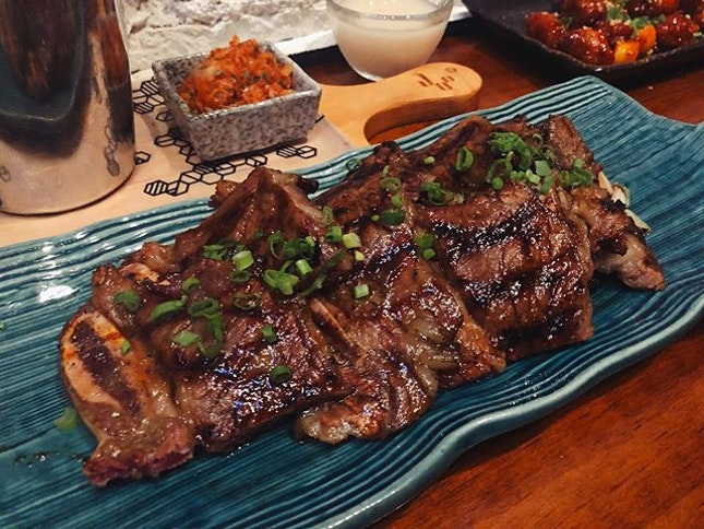 At $26 for bar snacks, @joobarsg 's LA style Black Angus kalbi is pricey and difficult to eat elegantly.