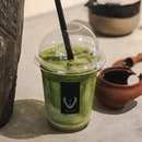 [NEW MENU]  @hvala_sg has launched a NEW beverage, joining the likes of their Matcha latte, Hojicha latte & Matcha Hojicha Latte 🍃🍵 • Featuring above:  1️⃣ Iced Genmaicha Latte - SGD 5.80+🍵 - Full bodied genmaicha carries nutty tones futher complemented with toasted notes and has a fragrant & distinct aroma, yet not overwhelming taste🍃  2️⃣ Genmaicha (Ice Blended) topped with genmai bits - SGD 6+🍵 —- PS: It's no secret that genmaicha is currently my favourite.