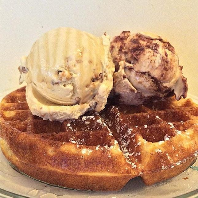 stormy Sunday arvo ⛈ crispy waffles 🍴 honeycomb popcorn ice-cream 🍿 tiramisu ice-cream 🍦  @igsg #igsg #singapore #foodpornasia #burpple #setheats #eatoutsg #sgfood #foodsg #sgfoodie #singaporeeats #sgcafe #sgcafehopping #sgcafefood @cafehoppingsg  @sgcafefood @sgfoodie @singaporeeats #dessert #waffles #icecream #lickouricecream @lickouricecream