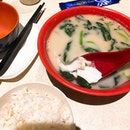It appears otherwise but there is actually no milk in this fish soup ($8.5) according to Ka Soh.