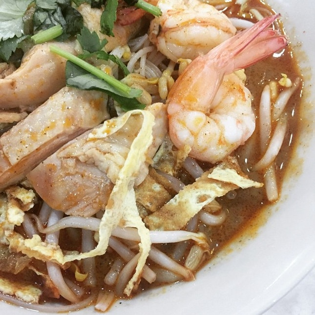 """Day 68 of #tataros365happydays - trying out this new laksa place - only RM6 for the """"special"""" which had huge pieces of chicken thigh meat and fresh prawns"""