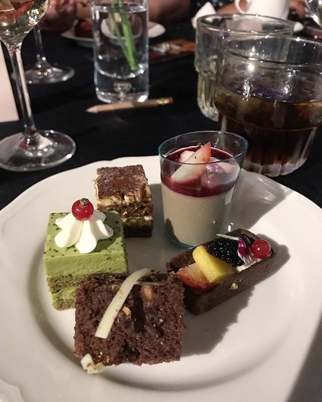 Desserts and Whiskey - the perfect end to an amazing wedding meal 👍🏻 .