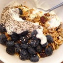 Good morning to a wholesome bowl of #homemade #granola.