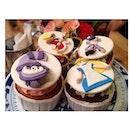 < alice in wonderland cupcakes >