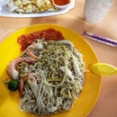 """Was scrolling on burpple trying to see what other """"famous food"""" in old airport hawker that I was missing out on."""