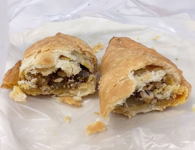 It was our first time trying this lagoon chicken curry puff ($1.50)!