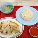 One of the two chicken rice stalls that I grew up eating since young (because I always had music lessons at the Waterloo street area every Fri night and sat whole day!) We love the steamed chicken from this stall!