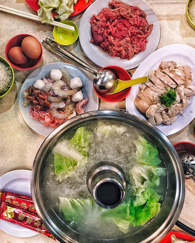 Traditional Hainanese Steamboat —$36/2pax hidden at the basement of Goldenmile Tower, this is one place which brings back the basics of a steamboat.
