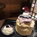 Fluffy fluffy soufflé pancakes.