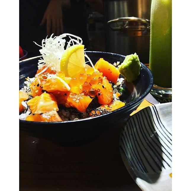 Salmon and roe rice bowl 🍚🍵 #foodphotography #foodforfoodies #foodporn #foodheaven #foodsg #foodie #burpple  #sgfood #foodporn #foodpornsg #sgig #foodstagram #foodgram #foodiegram #finedining #fatdieme #iconosquare #japanesefood