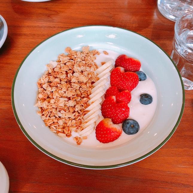 Greek Yogurt Granola Bowl