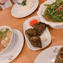 Stir-fried kangkong, pandas leaves chicken, clear tomyum soup
